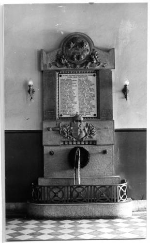 Váci Piarista Gimnázium, hősi emlékmű, 1941