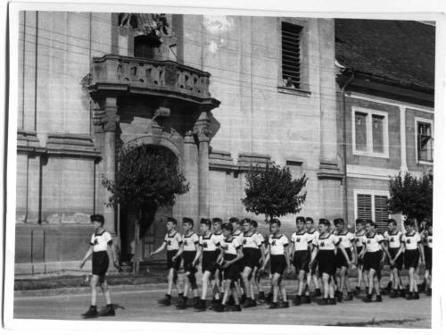 Váci Piarista Gimnázium, gimnáziumi élet - tornafelvonulás, 1941