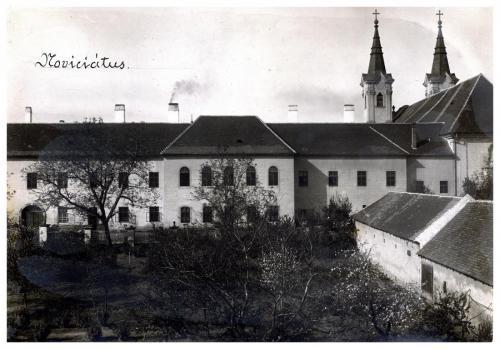 Váci Piarista Gimnázium, udvar